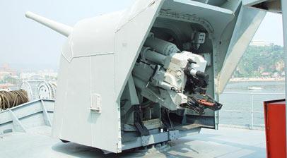 鞍山舰装备的苏制130毫米主炮