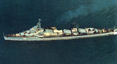 改装反舰导弹后,涂装为早期的深蓝灰