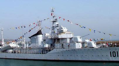 """如今停泊于青岛海军博物馆的101舰""""鞍山""""号"""