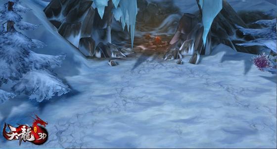 燃着篝火的小山洞